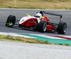在蒙扎赛道驾驭F3