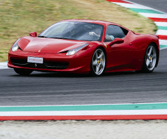 瓦拉诺赛道的法拉利 458 Italia